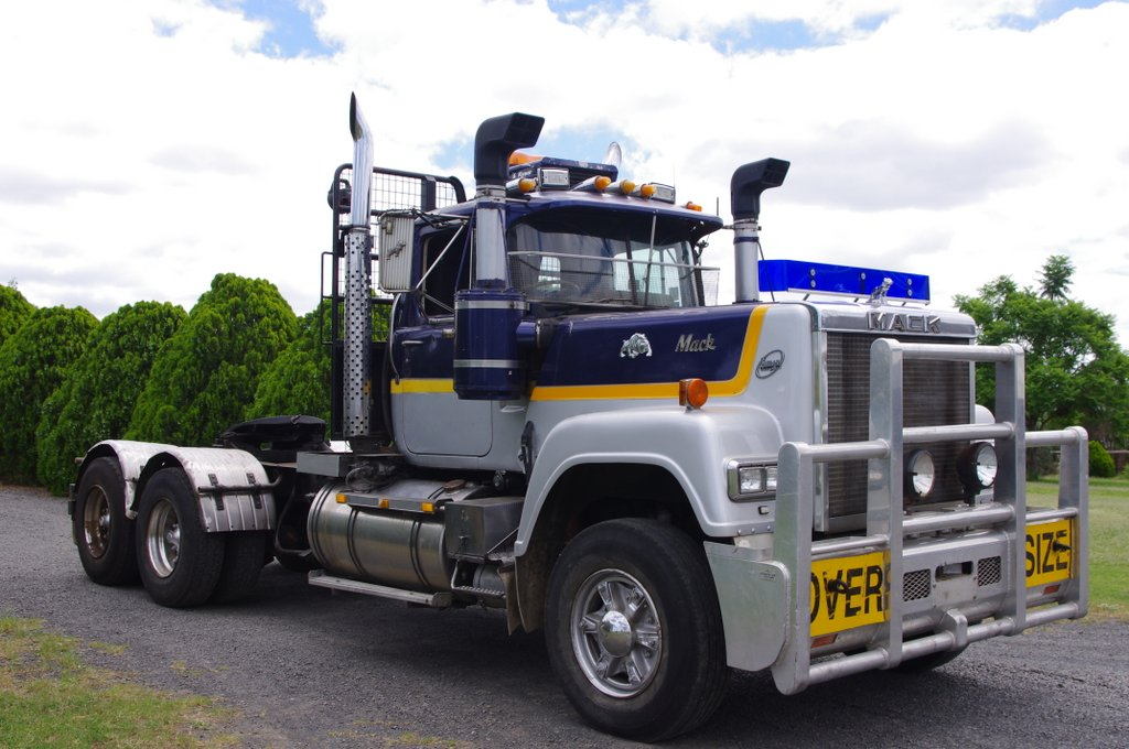 Truck Wreckers - Truck & Tractor Parts & Wrecking