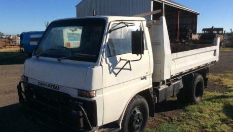Daihatsu V10D Tipper Truck
