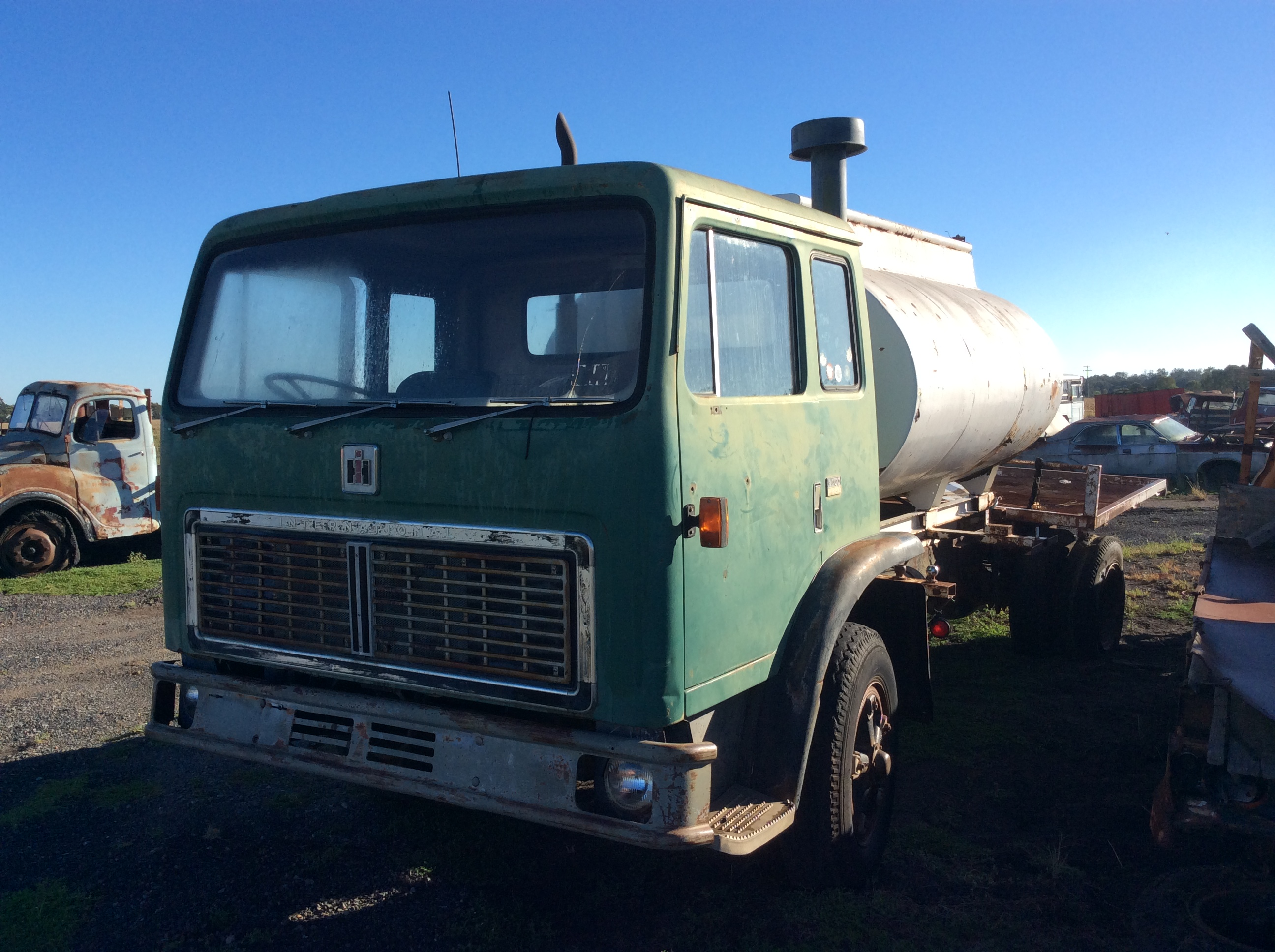 International Acco 1830B - Truck & Tractor Parts & Wrecking