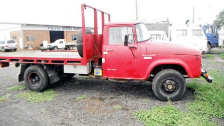 International C1300 Truck