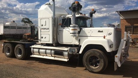 Mack Superliner 1987 White
